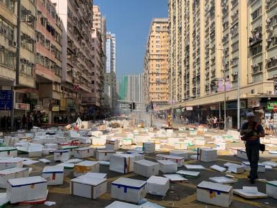 香港動盪延續 今早交通大亂、港鐵多站關閉、警察武裝駐守