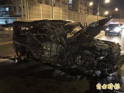 酒駕男撞陸橋護欄車毀人傷 還要賠錢被法辦