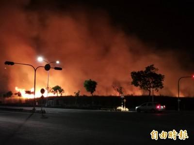 大火夜襲甘蔗園!行經嘉義高鐵大道注意 濃煙影響視線