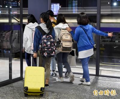 香港抗爭蔓延校園 部分在港台生自行搭機返台避險