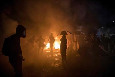 香港中大淪戰場 港警:共射1567枚催淚彈、逮捕142人