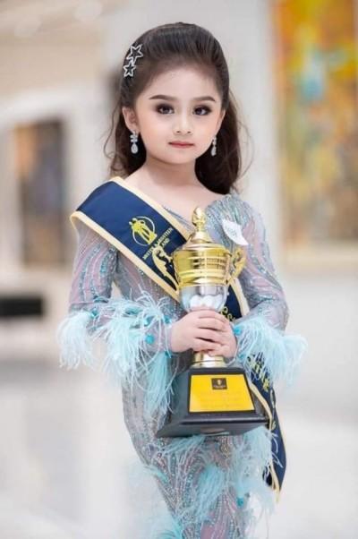 激似「洋娃娃」!6歲大眼妹選美奪冠 網友:好想生一個