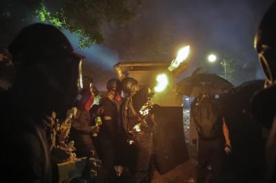 中大事件 中官媒記者批「黑衣暴徒」、稱救內地生脫困