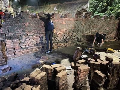 多所大學遭港警攻打 砌牆照痛訴:真人版世紀帝國