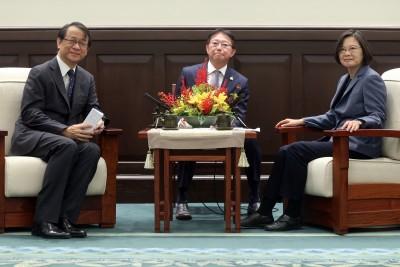 接見日本新任駐台代表 總統推薦台灣美食