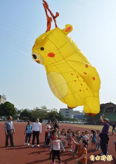 驚艷!鹿港天空驚現超大梅花鹿、魟魚、蝌蚪風箏