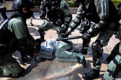 香港暗地上演天安門屠殺?外媒爆港警疑平均「長高」10公分