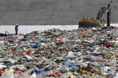 巨大垃圾場提前25年爆滿 中國狂建焚化爐全球受罪