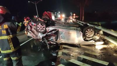 台東市中華大橋小客車翻覆 東大學生1死1傷