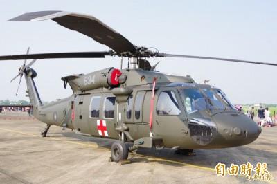 空軍黑鷹直升機構改經費遭凍結  軍方憂:若有夜間海難誰負責?