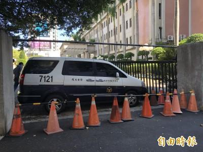 獨家》事情大條了!酒駕直衝台中市警局 撞凹鐵門