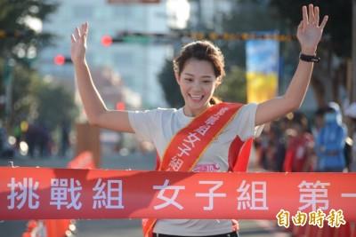 遠航馬拉松鳴槍 4300人迎著晨曦開跑