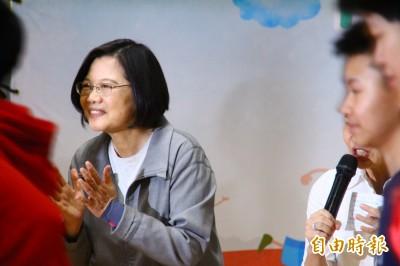 韓國瑜嘲諷「等便當」 蔡英文反擊:高雄市民在等市長