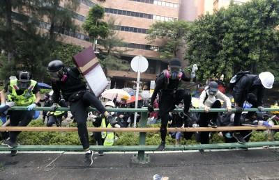 理大內仍有百人死守  示威者:寧願一個人衝出去也不會投降
