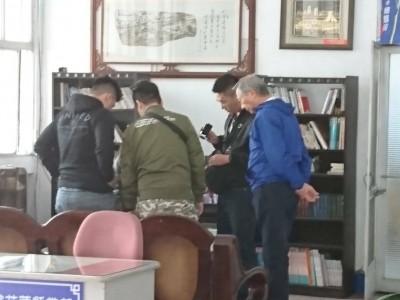 黑衣人進駐韓國瑜花蓮競總?警盤查帶走1男