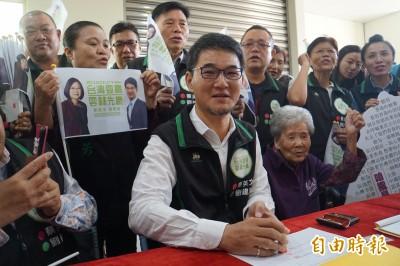 劉建國完成立委參選登記 高喊「拒絕一國兩制」