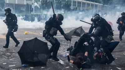 「營救理大」抗爭200多人被逮 學生控遭操普通話「警察」毆打