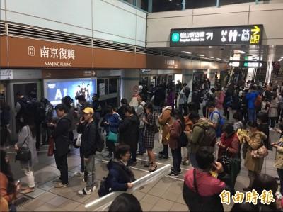 文湖線18:37全線恢復營運 北捷:列車故障原因收班後詳查