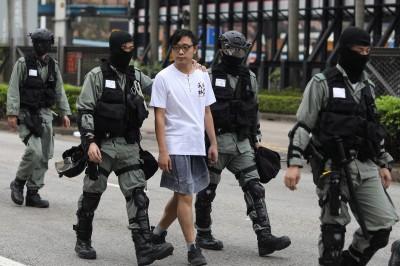 港生上學疑被警車載走 教育局長竟幫腔:港警一定有理由