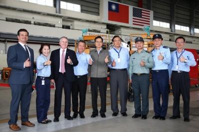 嚴德發訪視漢翔公司  新式高教機明年6月首飛