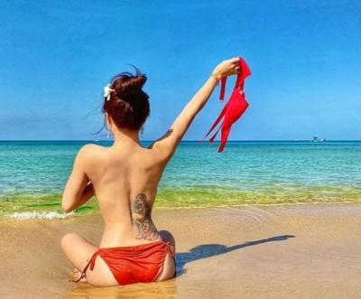 清純網紅沙灘上脫了! 正面「E級雪乳」面向大海