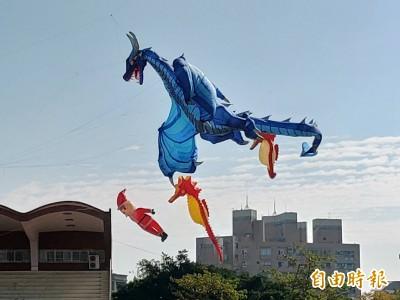 鹿港天空好熱鬧!20米翼手龍飛翔最吸睛