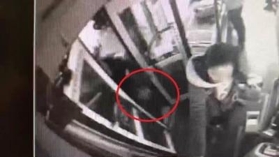 沒看到乘客要上車把他輾斃 公車司機賠錢換緩刑