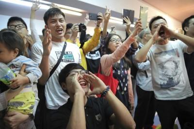 港區議會選舉泛民派大勝 民進黨:港府與北京應感敬畏