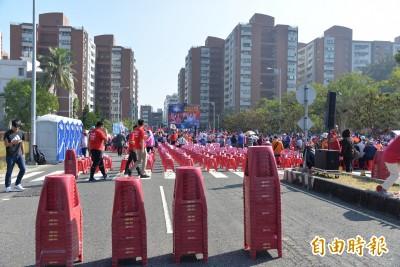 現場直擊》韓國瑜返回岡山造勢 5000張椅子收一半還坐不滿