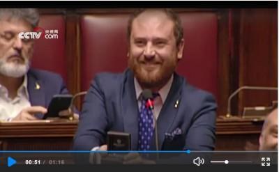 義大利國會現場熱鬧求婚 議長嚴肅表示:不合適