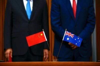 爆料中國間諜後身亡 他這合照扯上澳洲首位華裔女議員