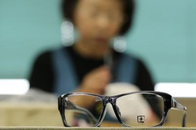 看起來冷漠? #KuToo發起人要打擊「女性眼鏡禁令」