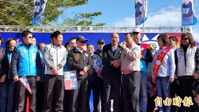 韓國瑜苗栗造勢 劉政鴻拍肩握手:我以前也被人黑很久