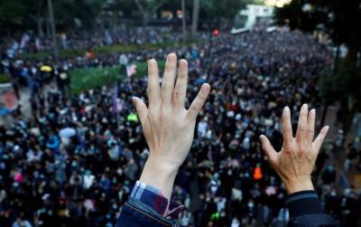 香港人反抗》市民「堅持遊行」 中大學者警告港府恐使社會重回對立