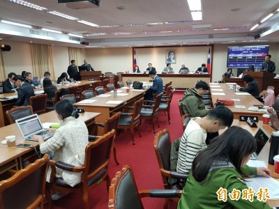 藍委陳宜民涉推擠女警 花敬群:不當舉措就該道歉