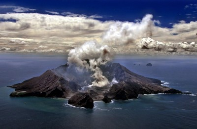 紐西蘭火山爆發已知5死23傷 27失蹤者恐全遇難