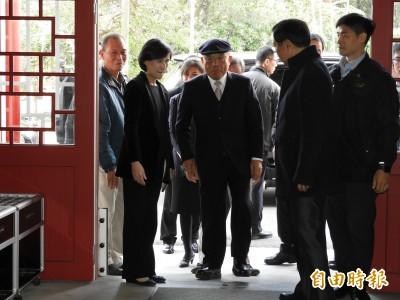 外交部將告作秀藍委 蘇貞昌:支持依法追訴