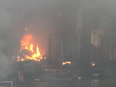 彰化纖維工廠大火 業者搶救祖先牌位呼喊:什麼都沒了