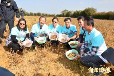 張善政農業之旅 推廣農業要有科技含量