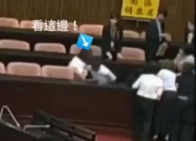 狠推倒地致受傷! 綠委曝光畫面批「陳宜民對女性施暴成性」