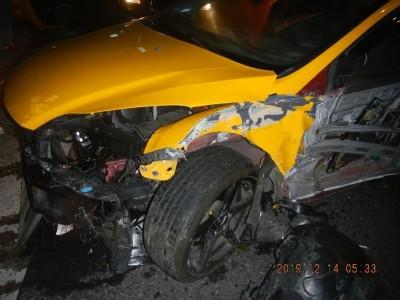 北市東區商圈清晨發生車禍意外 2計程車擦撞3人送醫
