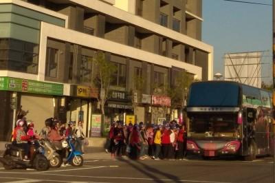 穿雲箭大消風! 韓國瑜員林造勢 動員遊覽車一堆
