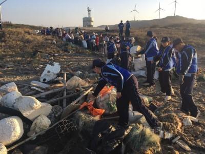海巡署號召苗栗淨灘 500人清出驚人2.8公噸垃圾