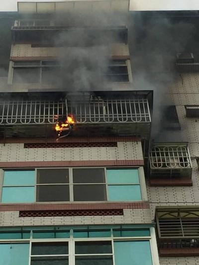 嘉義市文雅街住宅大樓火警 1男子受傷送醫