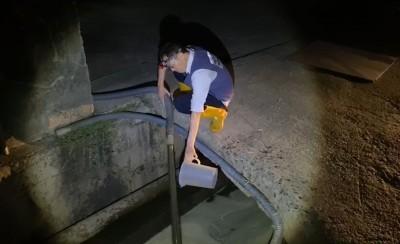 拂曉出擊 南市環局查獲畜牧場偷排廢水