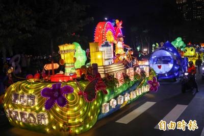 熱身又接地氣! 台中29行政區花燈車大遊行超吸睛
