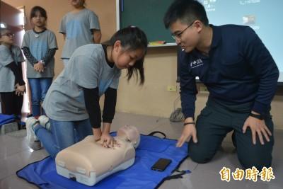 你會CPR嗎?小六童畢業前都要會 中市逐步推動