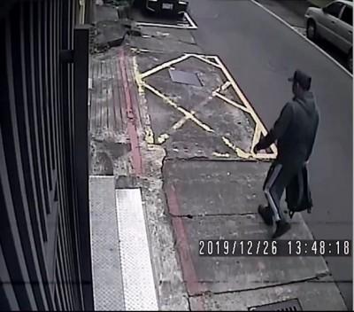 十五分幫大哥當街遭轟4槍 槍手身影曝光!