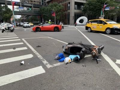 20歲富家女駕法拉利違規左轉  新北市府前撞傷騎士