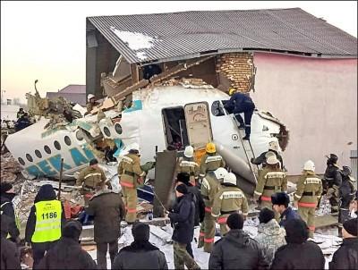 機身斷裂乘客尖叫大哭 哈薩克廉航墜機12死54傷